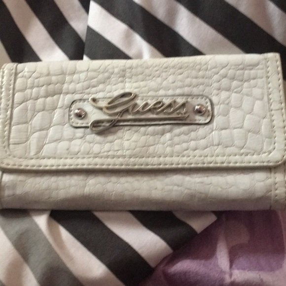 Handbags - Guess wallet great condition